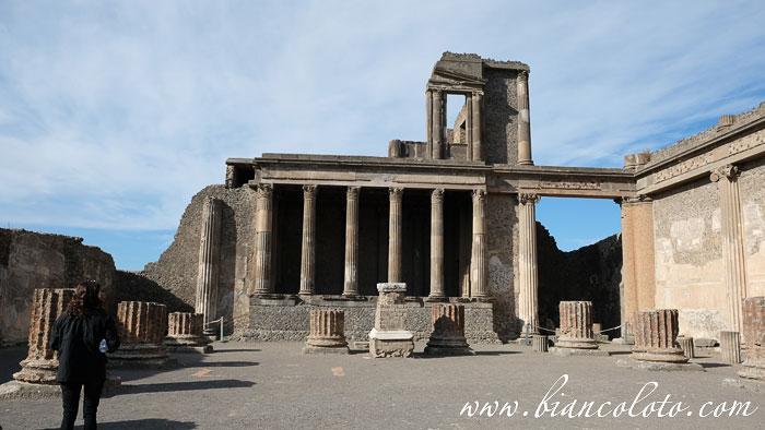 Лучше всего сохранился храм исиды
